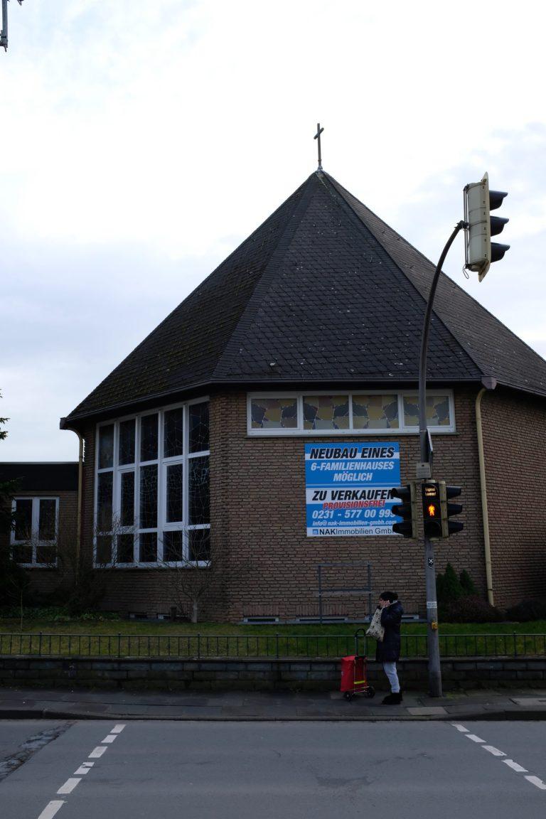 Kirche, die zum Verkauf steht
