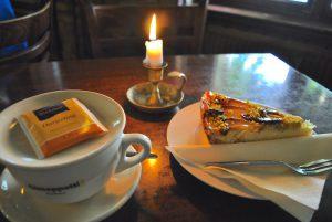Eplekaken og teen min hos Cafe Godot!!