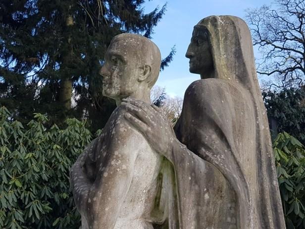 Grafbeelden op de Friedhof Ohlsdorf begraafplaats in Hamburg