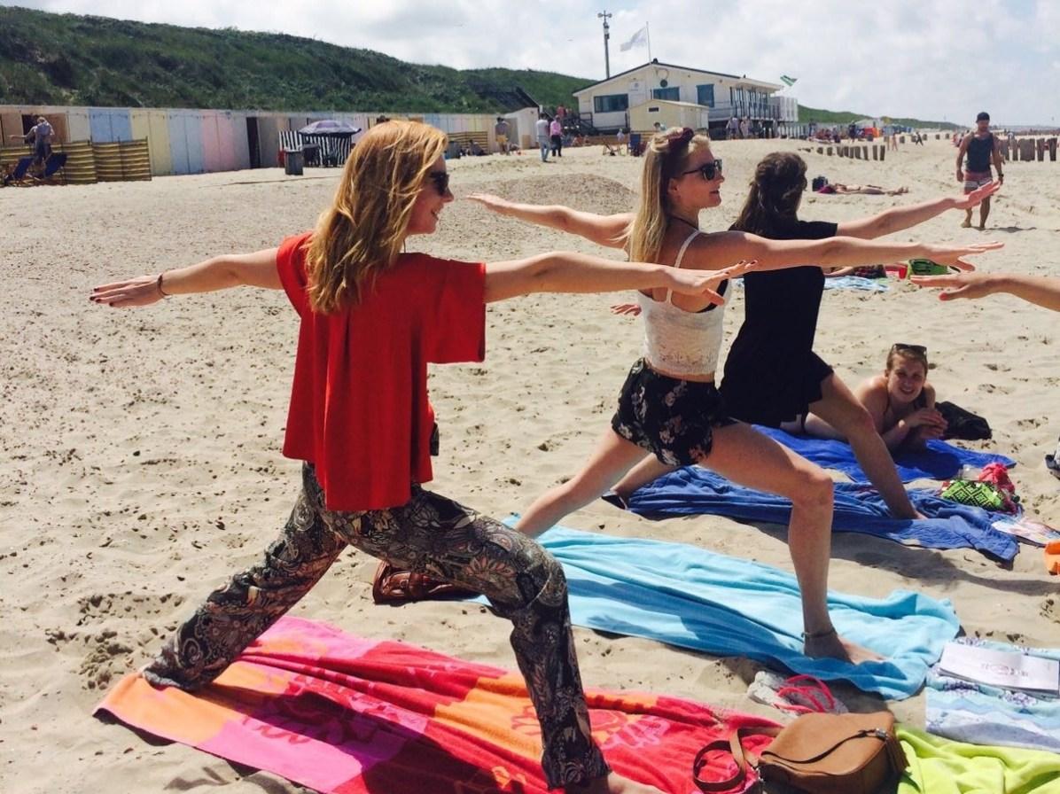 Yoga op het srand in Domburg