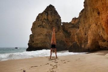 Yoga op het strand in de Algarve