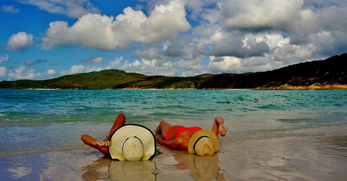 Yoga en reizen: relaxen op het strand van Australië