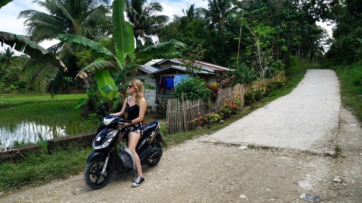 Snapseed(1)Rondreis Filipijnen: rijstvelden Bohol wachten scooter
