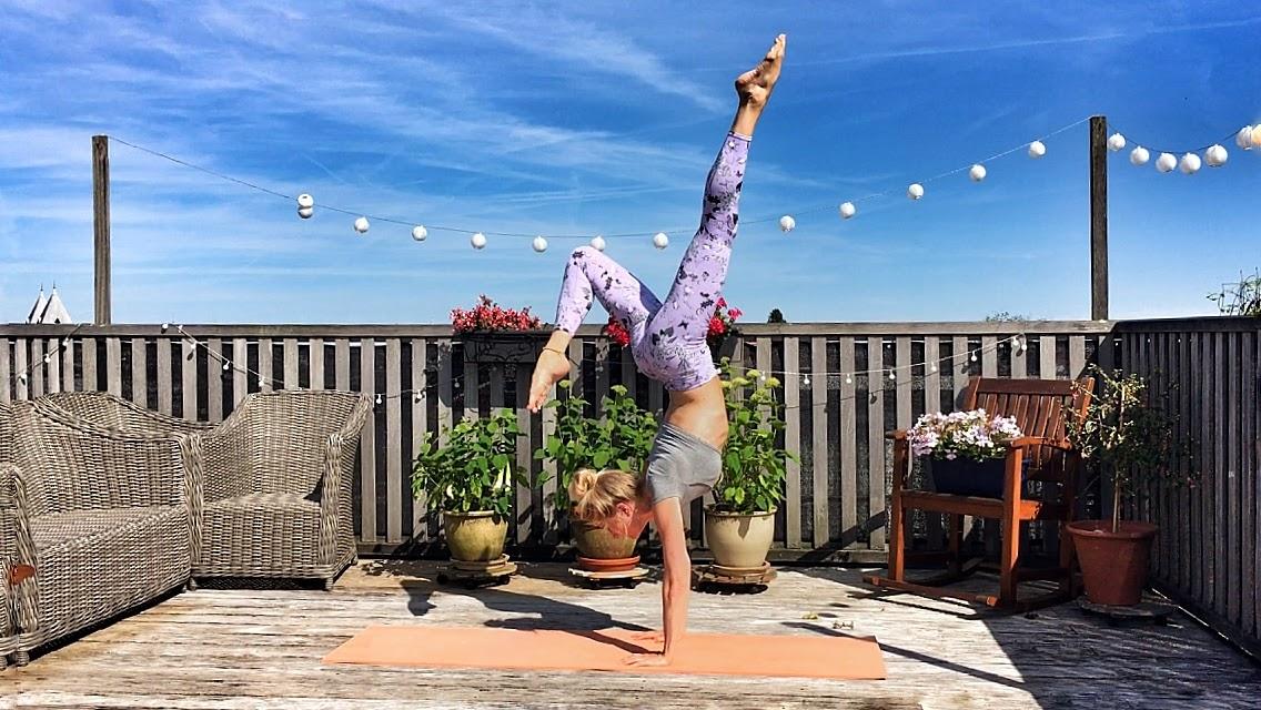 Yoga-oefeningen: handstand