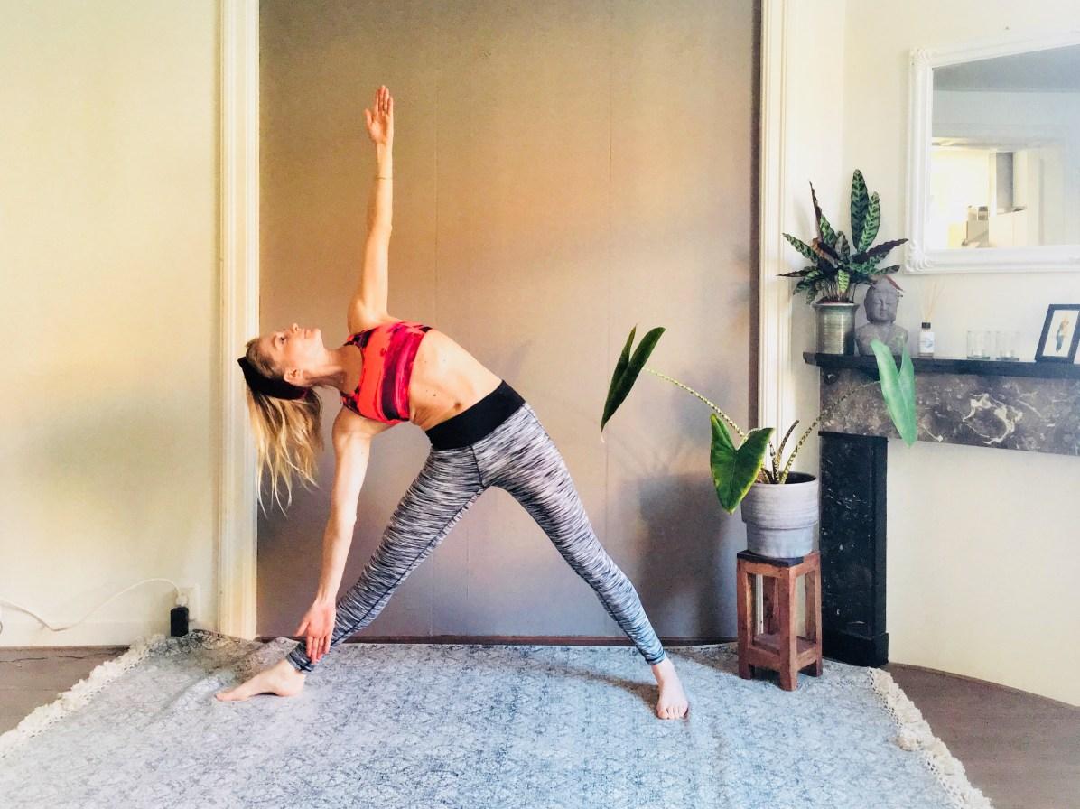 Yoga-oefeningen: trikonasana