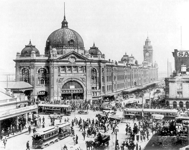 605px-Swanston_and_Flinders_St_intersection_1927