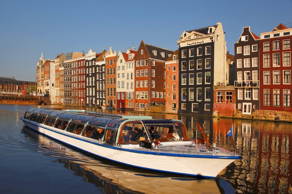 Amsterdam i Holland - kanalrundfart