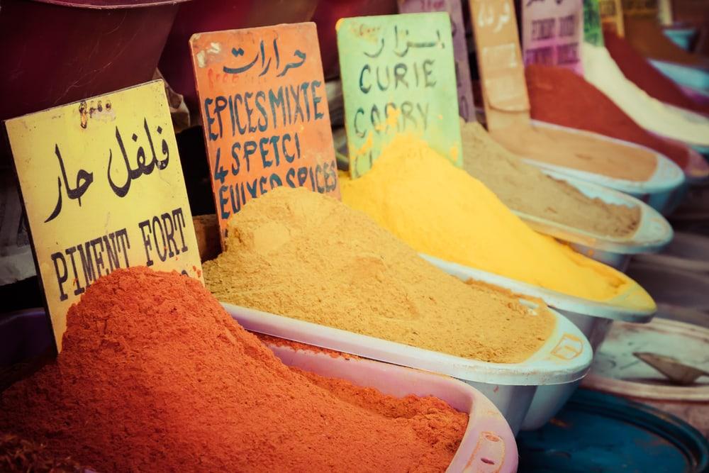Krydderier på marked - Marrakech i Marokko
