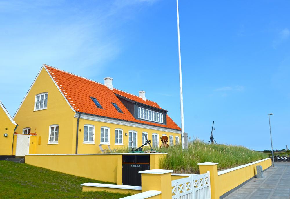 Traditionelt gult hus i Skagen
