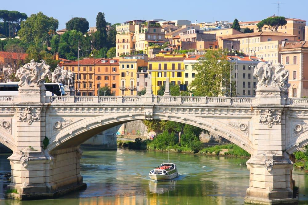 Smuk bro i Rom i Italien