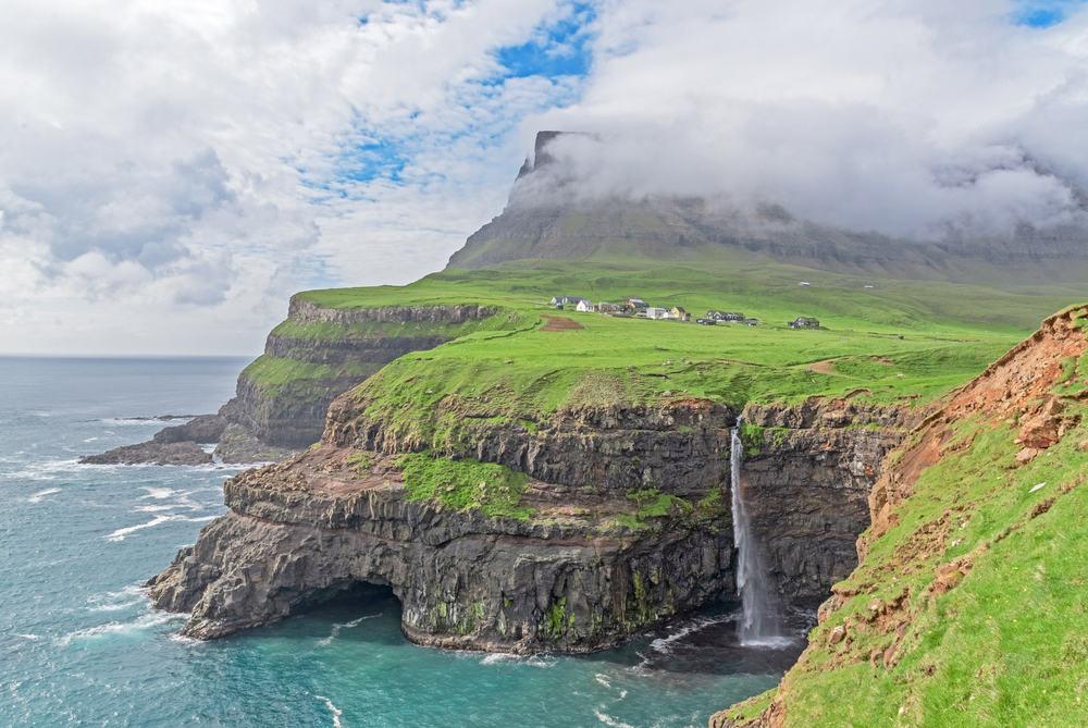 Gasadalur vandfaldet på Færøerne
