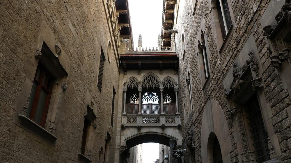place-de-sant-jaume-barcelona-spanien