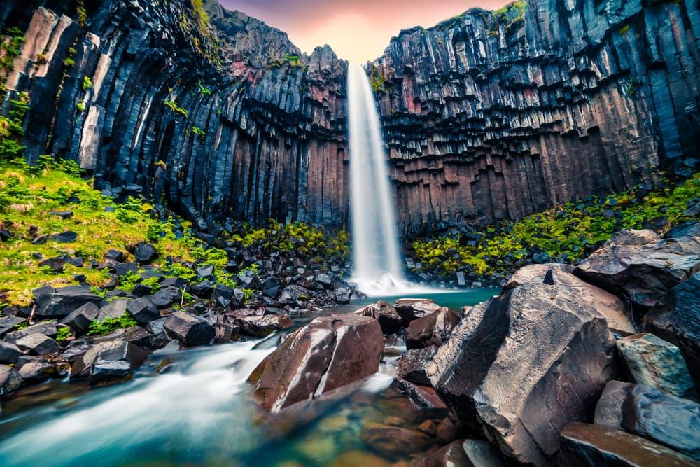 svartifoss-vandfaldet-island