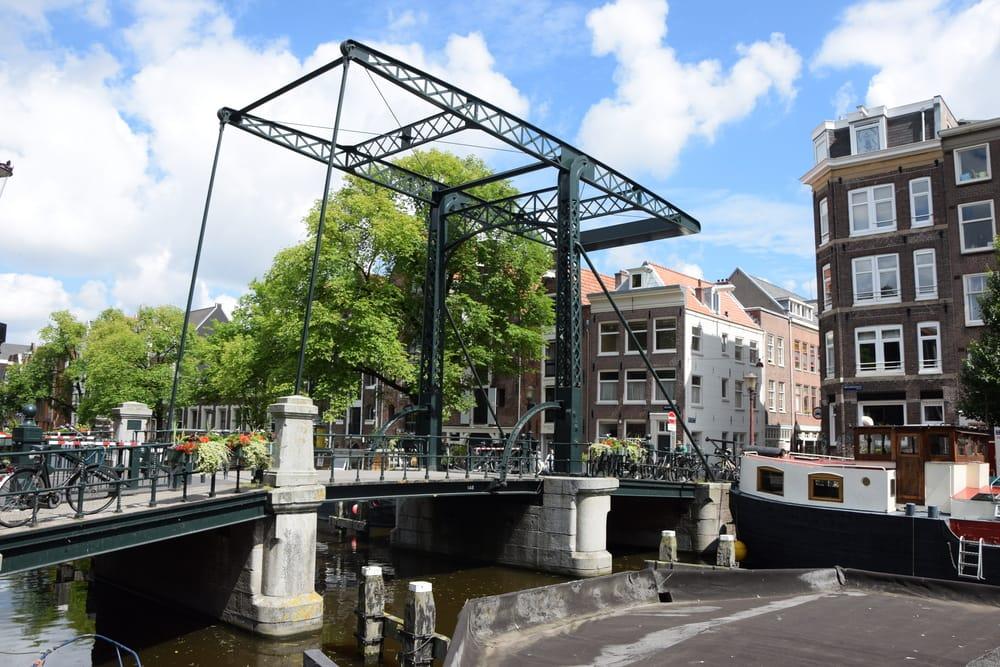 Bro i Amsterdam i Holland