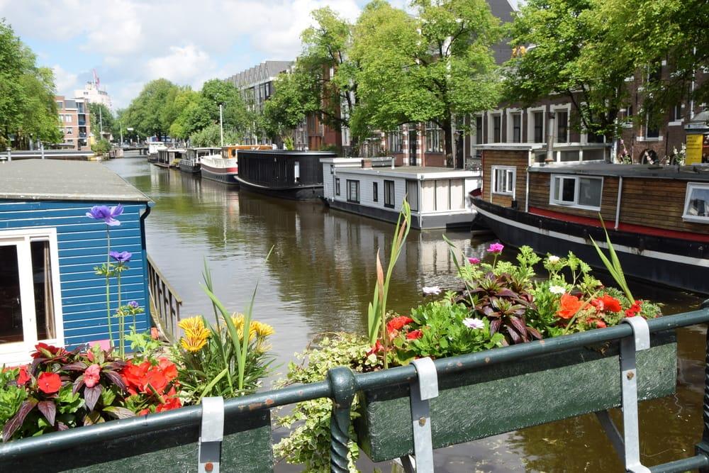 Udsigt fra husbåd - Amsterdam i Holland
