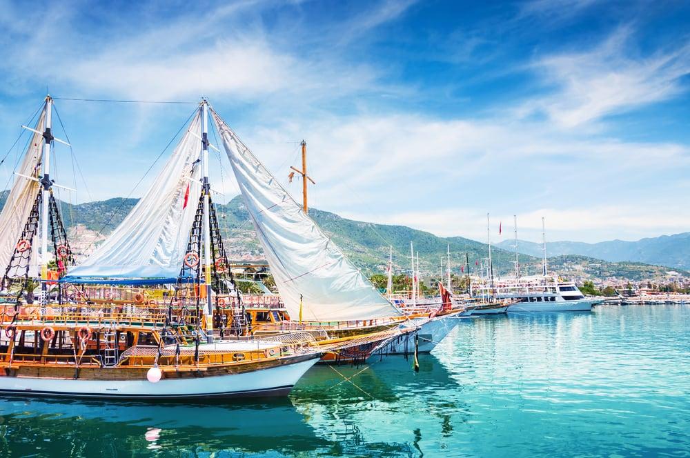 Turistbåde i havnen i Alanya - Tyrkiet