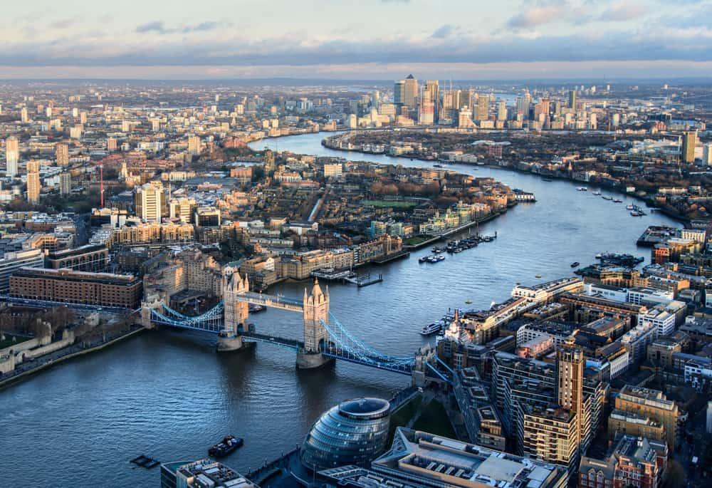 Themsen løber gennem London