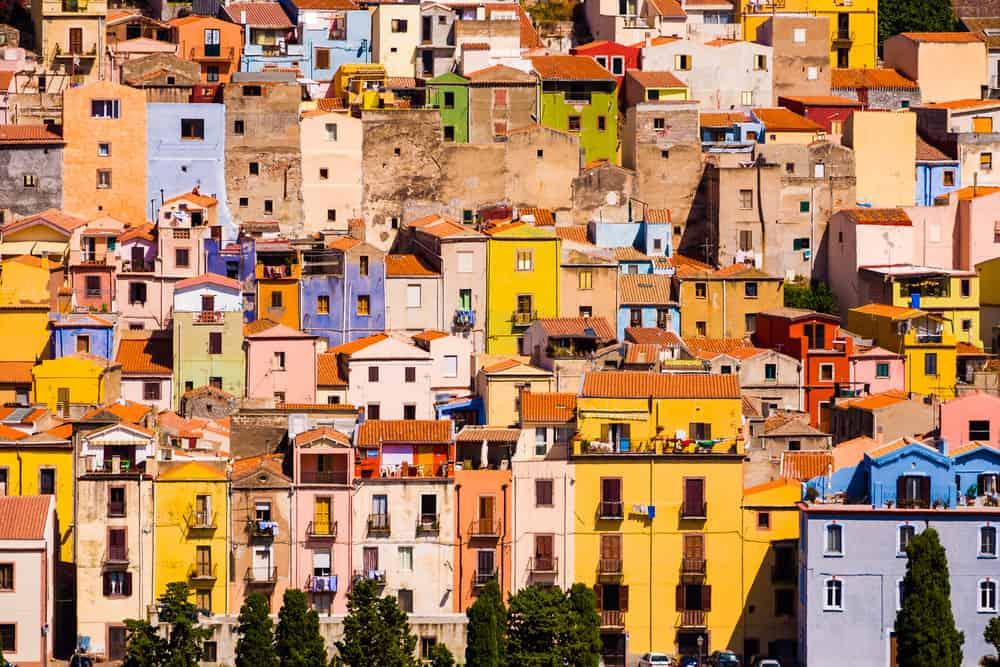 Middelalderbyen Bosa på Sardinien