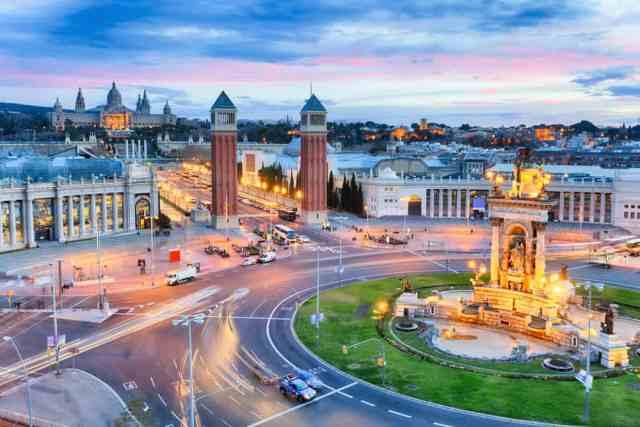 Udsigt over Plaza de Espana i skumringen