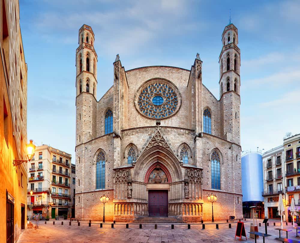 Forsiden af kirken Basilica de Santa Maria del Mar i Barcelona