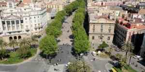 View over gaden La Rambla i Barcelona