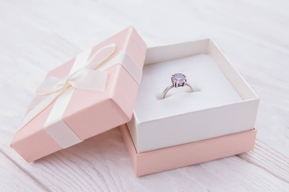 Giv smykker som gave