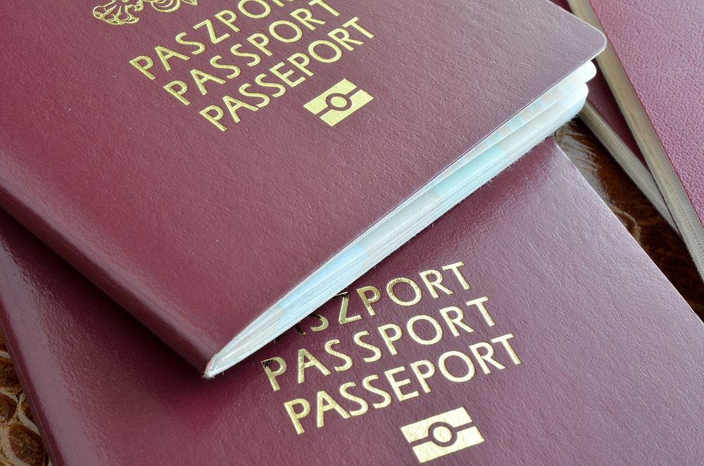 Nærbillede af to europæiske pas