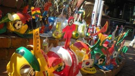 Sydafrika - makarapas, fodbold, hjelm - rejser