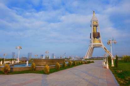 Turkmenistan - Ashgabad, tượng đài - du lịch