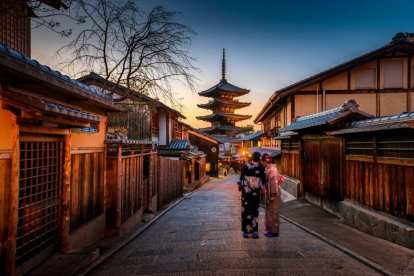 Japan - street, temple - travel