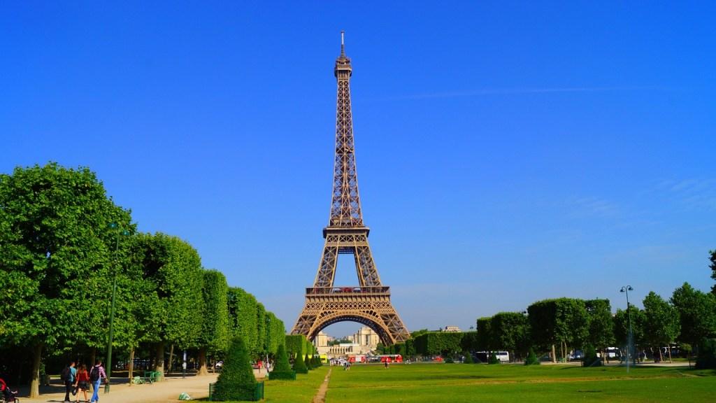 Frankrig - Paris, Eiffeltårnet, Champ-de-Mars - rejser turistattraktioner