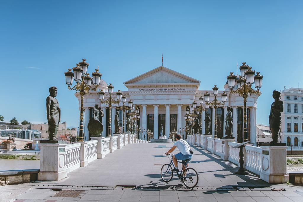 Macédoine Skopje Bridge statue voyages