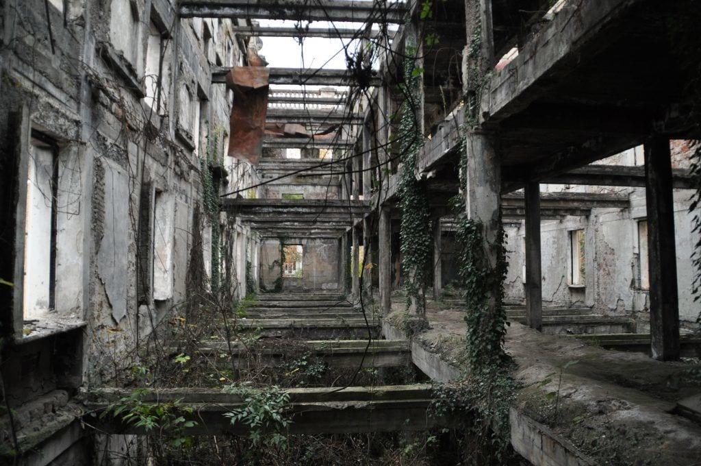 Georgien - hus ruin abkhasien - rejser