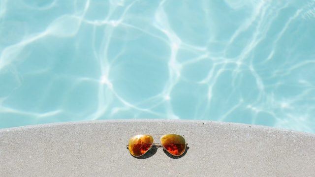 Basseng, solbriller - reise