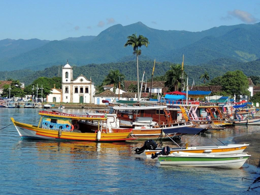 Viagem de barcos de Paraty no Brasil, 2021