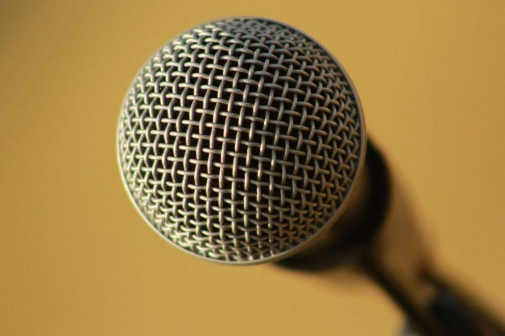 Presse mikrofon rejser