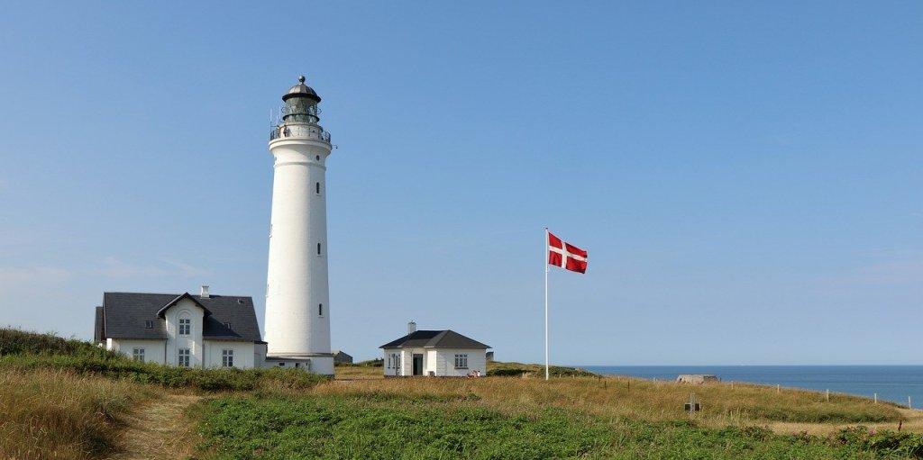 דנמרק - Jutland, Hirtshals, מגדלור, Dannebrog - נסיעה