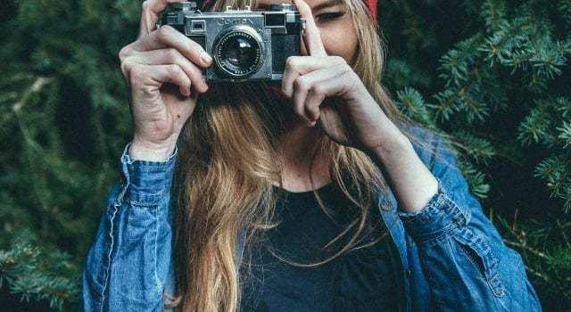 Το ταξιδιωτικό περιοδικό RejsRejsRejs φωτογραφική μηχανή ταξίδι ανθρώπων
