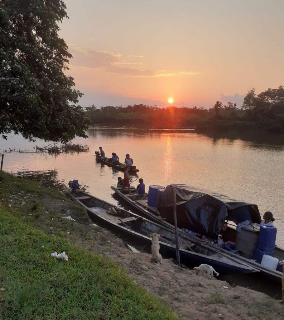 Pérou - Coucher de soleil, rivière, Indiens en Amazonie - Voyage