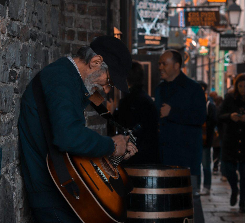 Irlande, Dublin, musicien, pub, guitare, voyage
