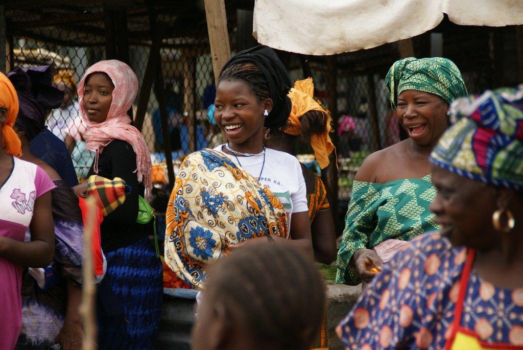 Gambia - Vestafrika - kvinder - marked
