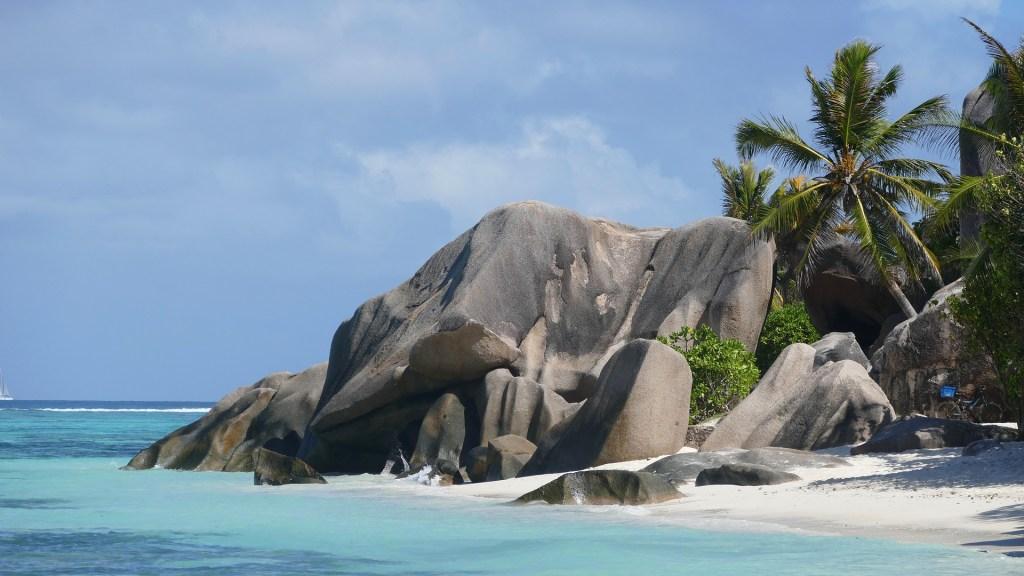 Sejšeli - Indijski ocean - plaža - litice - Afrika