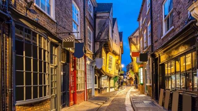 ヨークは、路地の日没の夕暮れ、ヨークEnglsnd UK、旅行、イギリス、パノラマ旅行をシャンブルします