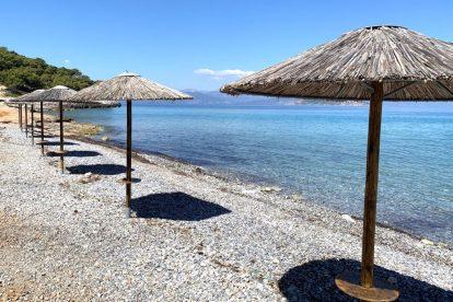 Grčka, Agistri, plaža, suncobran, putovanja
