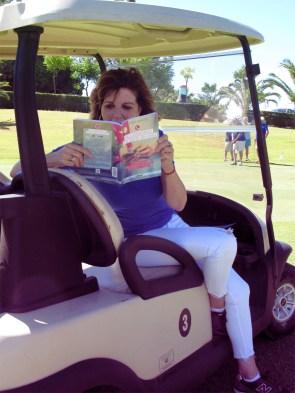 Belinda entregada a la lectura