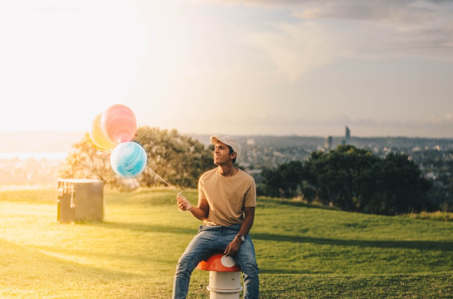 Good Man, Waiting on girlfriend with balloons in a park