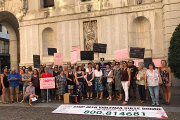 Foto manifestazione in piazza anti ddl pillon #pilloff