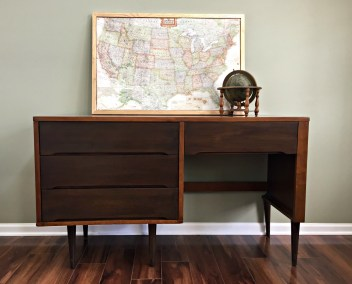 Two-toned desk