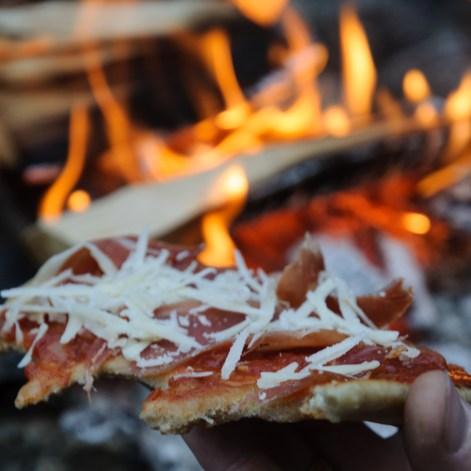 Reldin Adventures - Pizza över eld