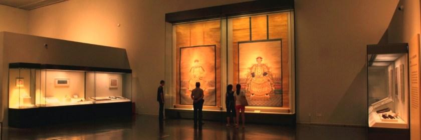 Сверхвысокие пристенные витрины в Национальном Музее Китая